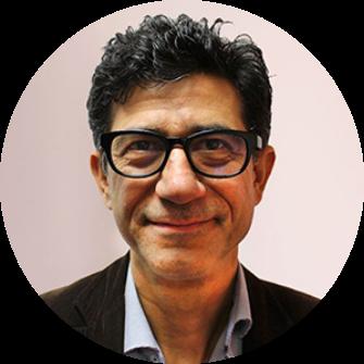 Das Bild zeigt den Unternehmer Vahid Djamei.